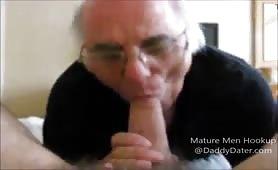 Old man sucking a nice big juicy cock