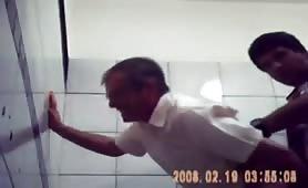 Hidden cam shows straight latino fucking a grandpa for some cash in public restroom
